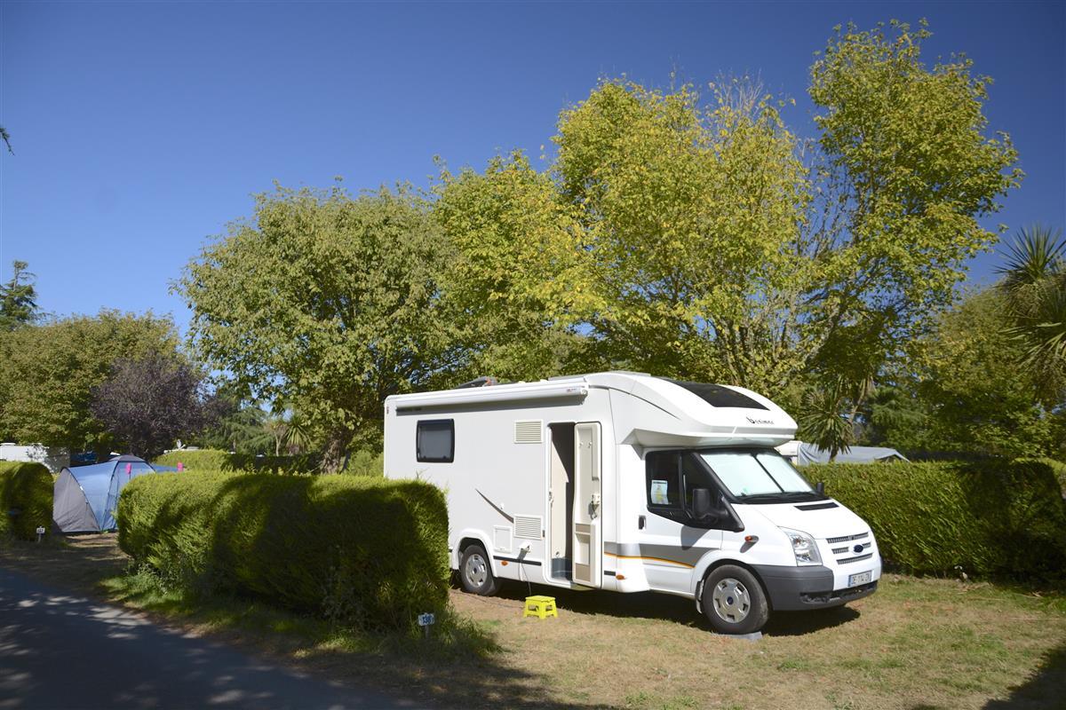 tarif emplacement nus pour tente caravane et camping car dans camping 300m de la plage. Black Bedroom Furniture Sets. Home Design Ideas